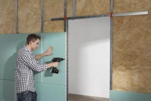 Steht eine Trennwand aus Gipskarton erst einmal, ist das perfekte Oberflächenfinish im Handumdrehen geschafft. Foto: djd/Knauf Bauprodukte