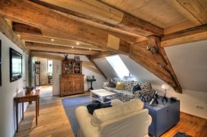 Dank verbesserter Dämmung und einer modernen Holzpellets-Heizung leben die Bewohner dieser über 350 Jahre alten Mühle heute weitaus günstiger und komfortabler als die Erbauer im 17. Jahrhundert.  Foto: djd/Deutsche Energie-Agentur GmbH