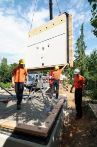 Wohnen auf einer Ebene: Ein Anbau kann Raum im Erdgeschoss schaffen, wenn die Treppen zum Hindernis werden.  Foto: djd/Fördergesellschaft Holzbau und Ausbau