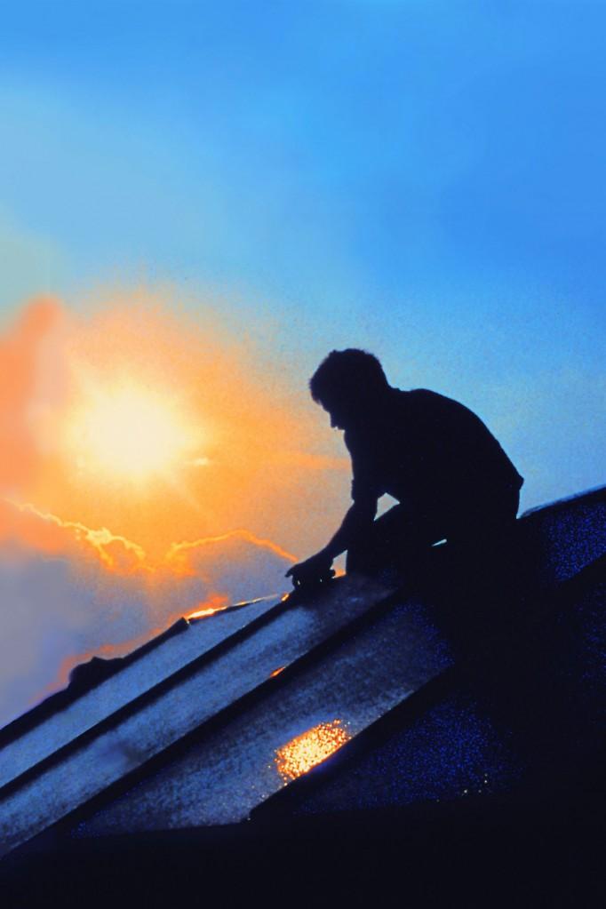 Solarabsorber übertragen die Kraft der Sonne in der Regel über Kupfermembranen an das Wärmemedium.  Foto: djd/www.wagner-solar.com