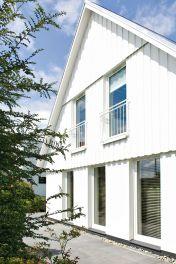 Ein neuer selbst gemachter Anstrich lässt die Fassade das Eigenheim wieder top gepflegt aussehen.  Foto: djd/Wohnidee/Schöner Wohnen Farbe