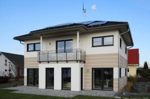 In einem modernen Plus-Energie-Haus wird der Besitzer vom Energieverbraucher zum Energieerzeuger.  Foto: djd/Rensch-Haus GmbH